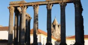discover-roman-ruins-in-evora-640x330